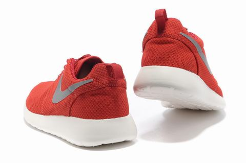 nike roshe run youth gs chaussures noir rose